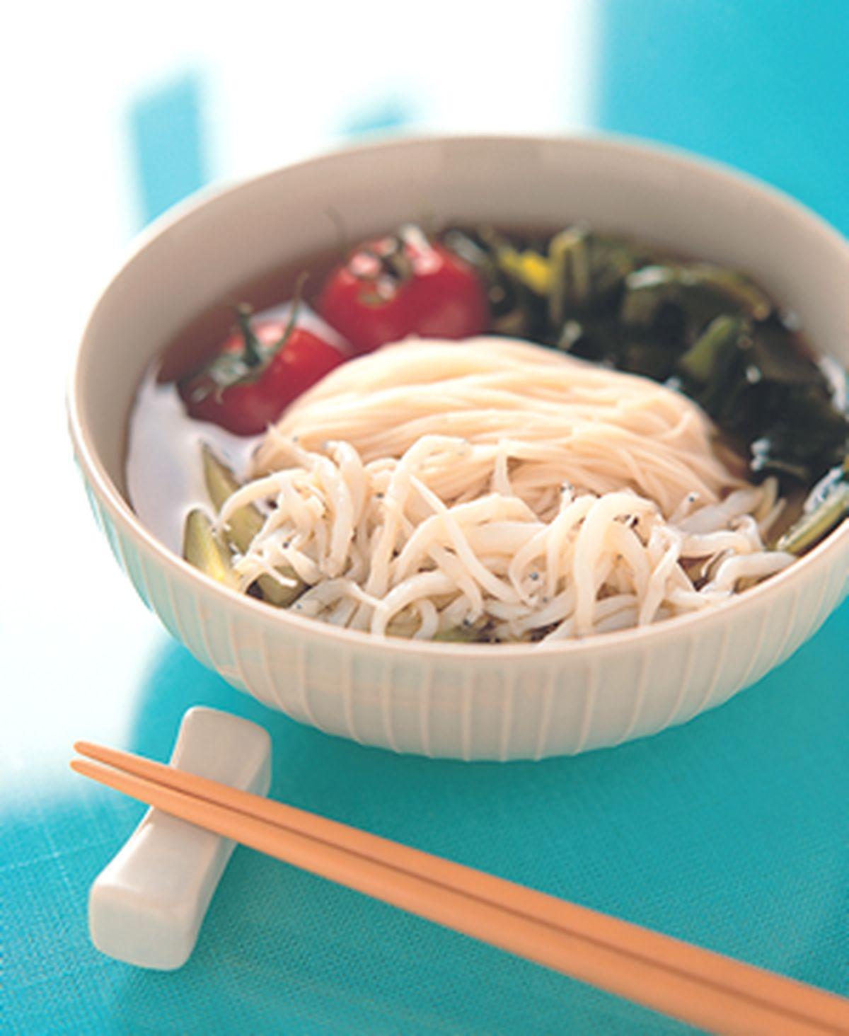 食譜:吻仔魚海帶芽冷壽麵