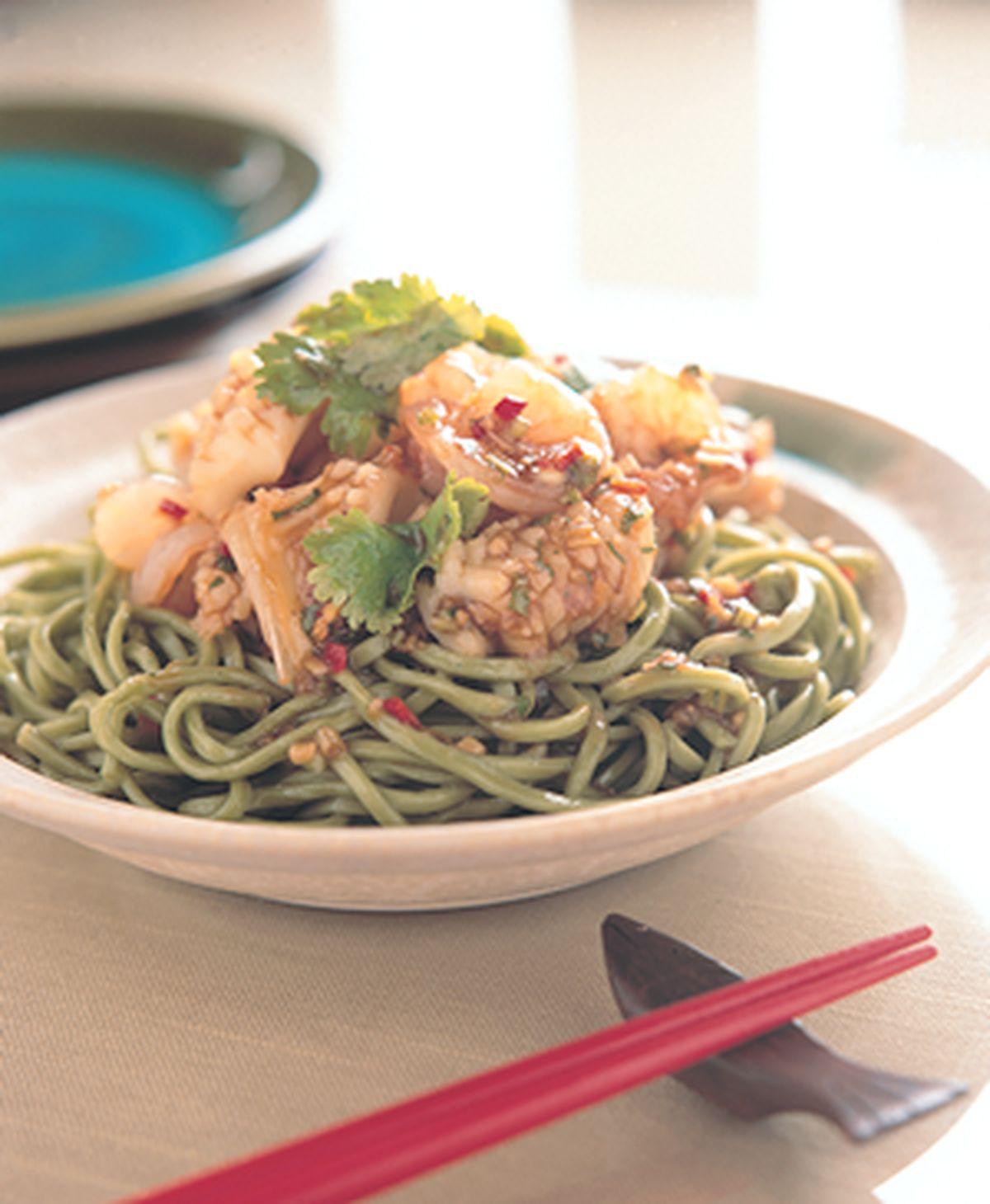 食譜:五味海鮮翡翠麵