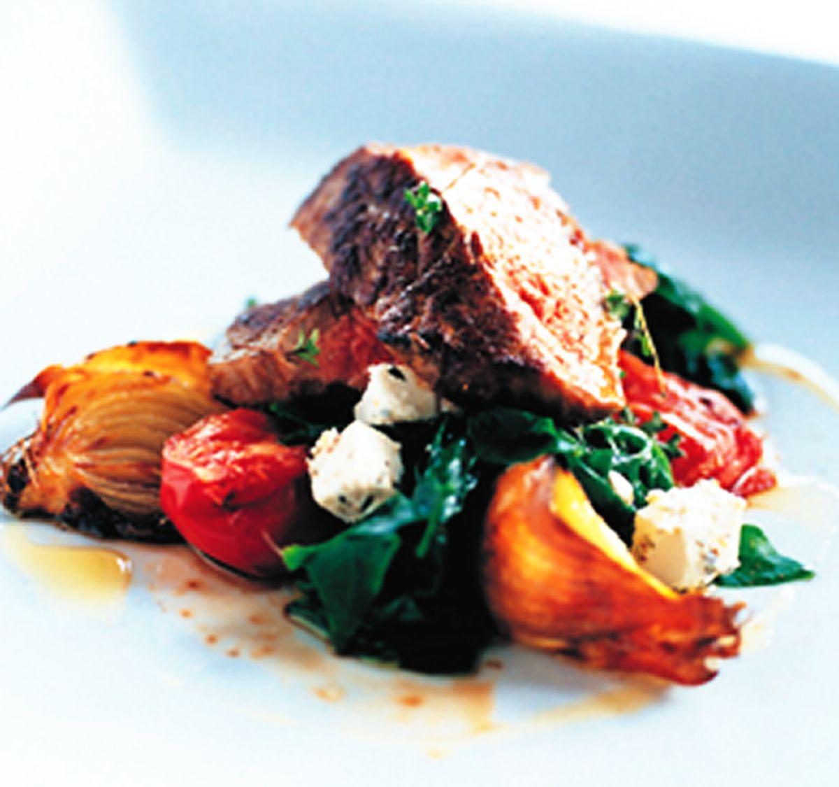 食譜:洋蔥蕃茄炭烤牛肉