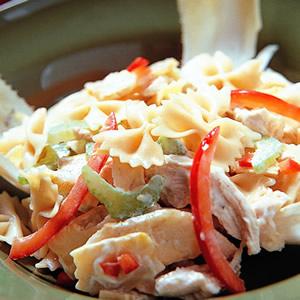 雞肉麵沙拉