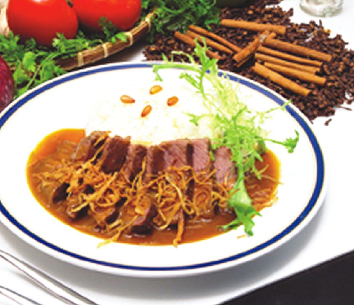 食譜:洋蔥燉煮牛排飯