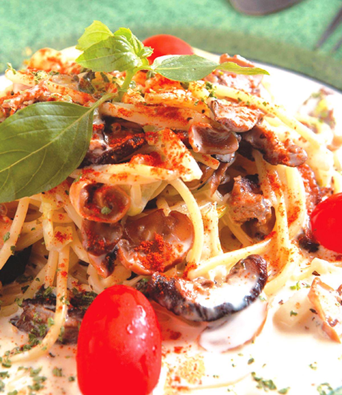 食譜:招牌羅勒鮮菇麵