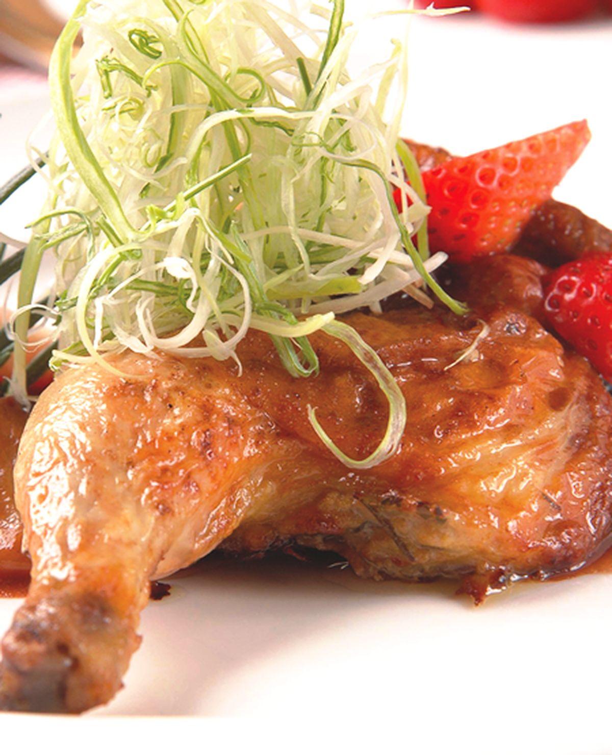食譜:燒烤法國春雞佐紅酒蜜野莓
