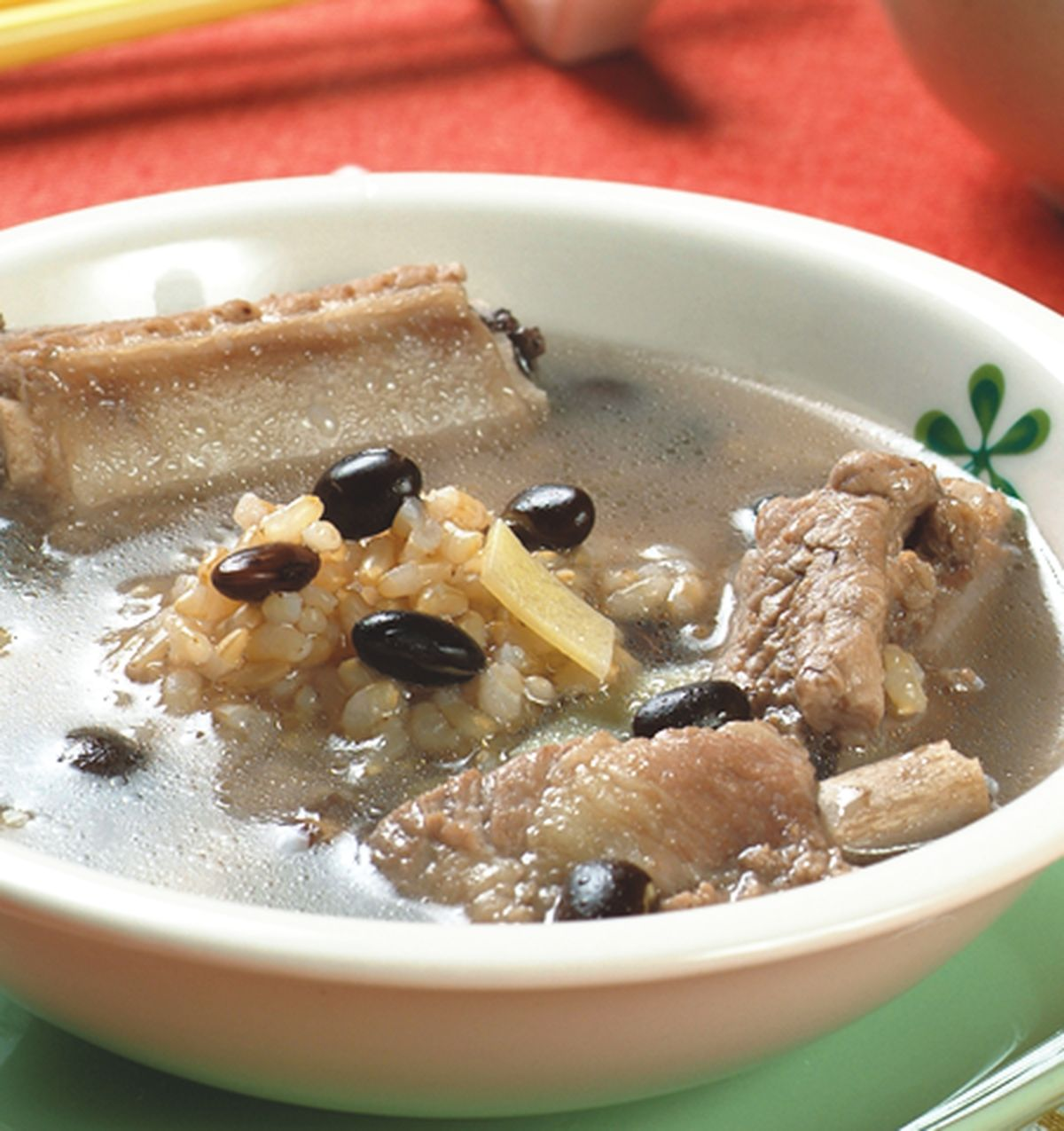食譜:糙米黑豆排骨湯