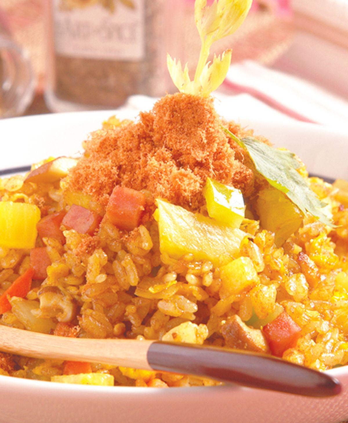 食譜:咖哩鳳梨炒飯(1)