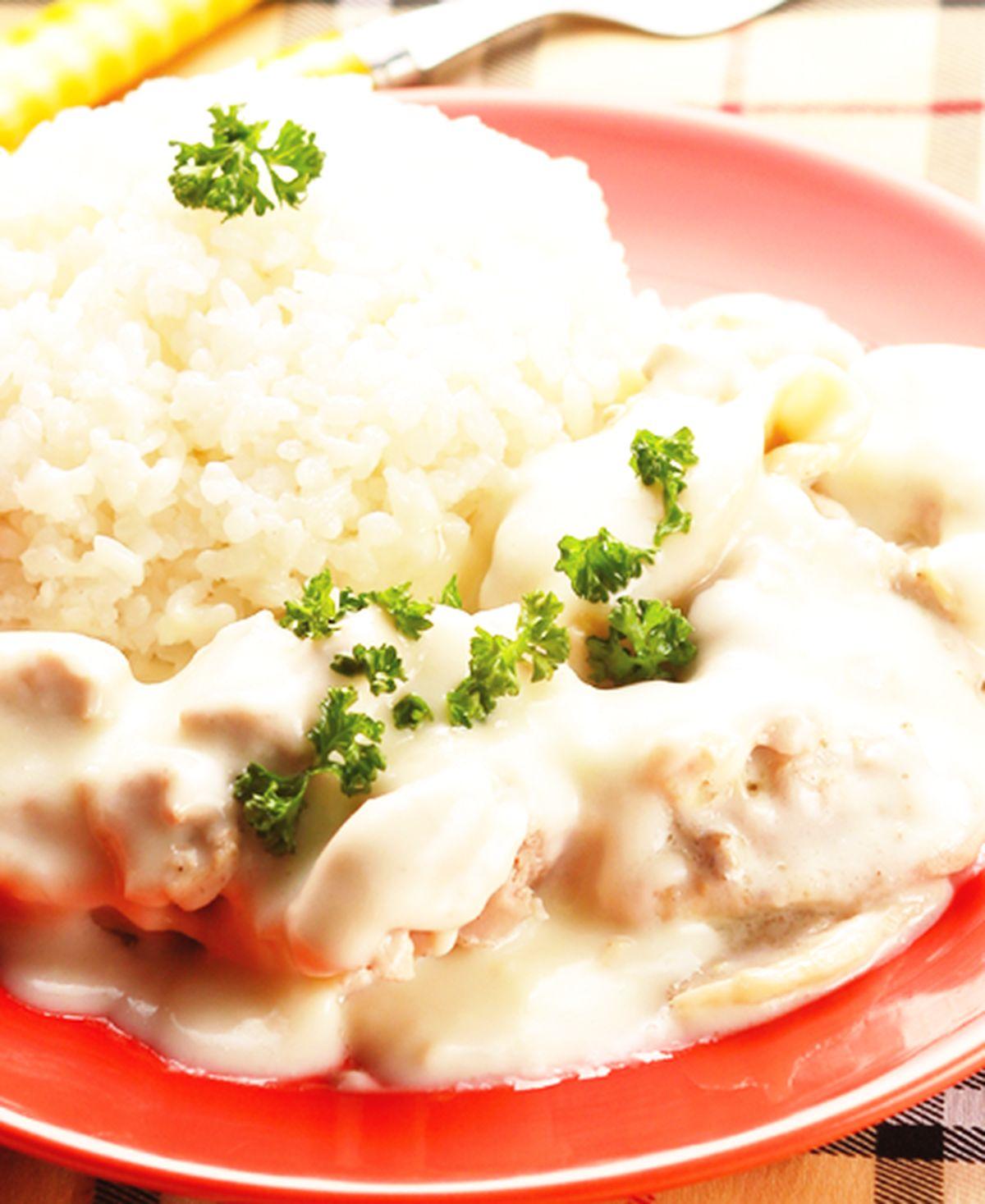 食譜:優格白醬燴雞腿飯