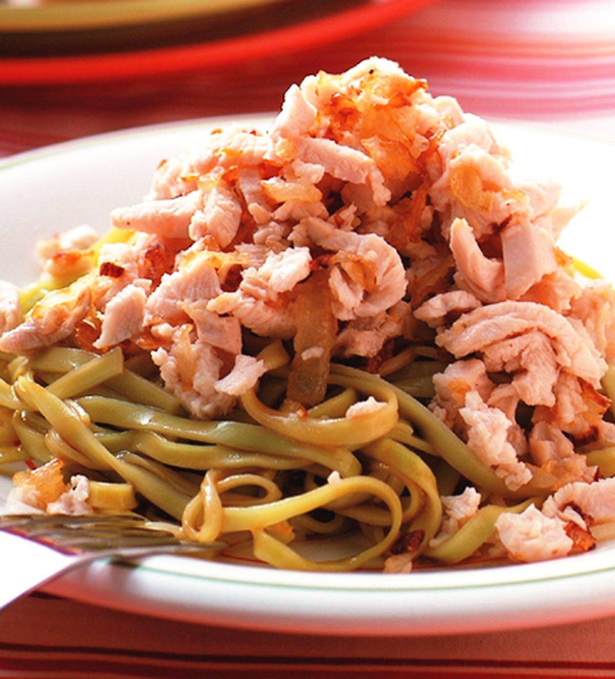 食譜:金黃洋蔥醬拌麵