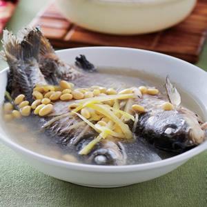 黃豆煨鯽魚