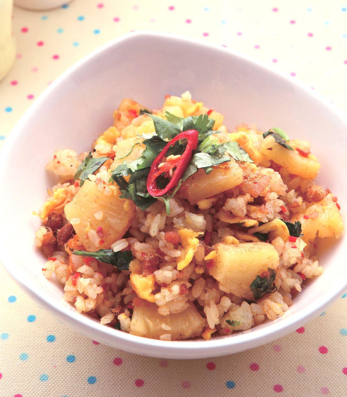 食譜:鳳梨肉鬆炒飯(1)