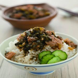 客家酸菜滷肉飯