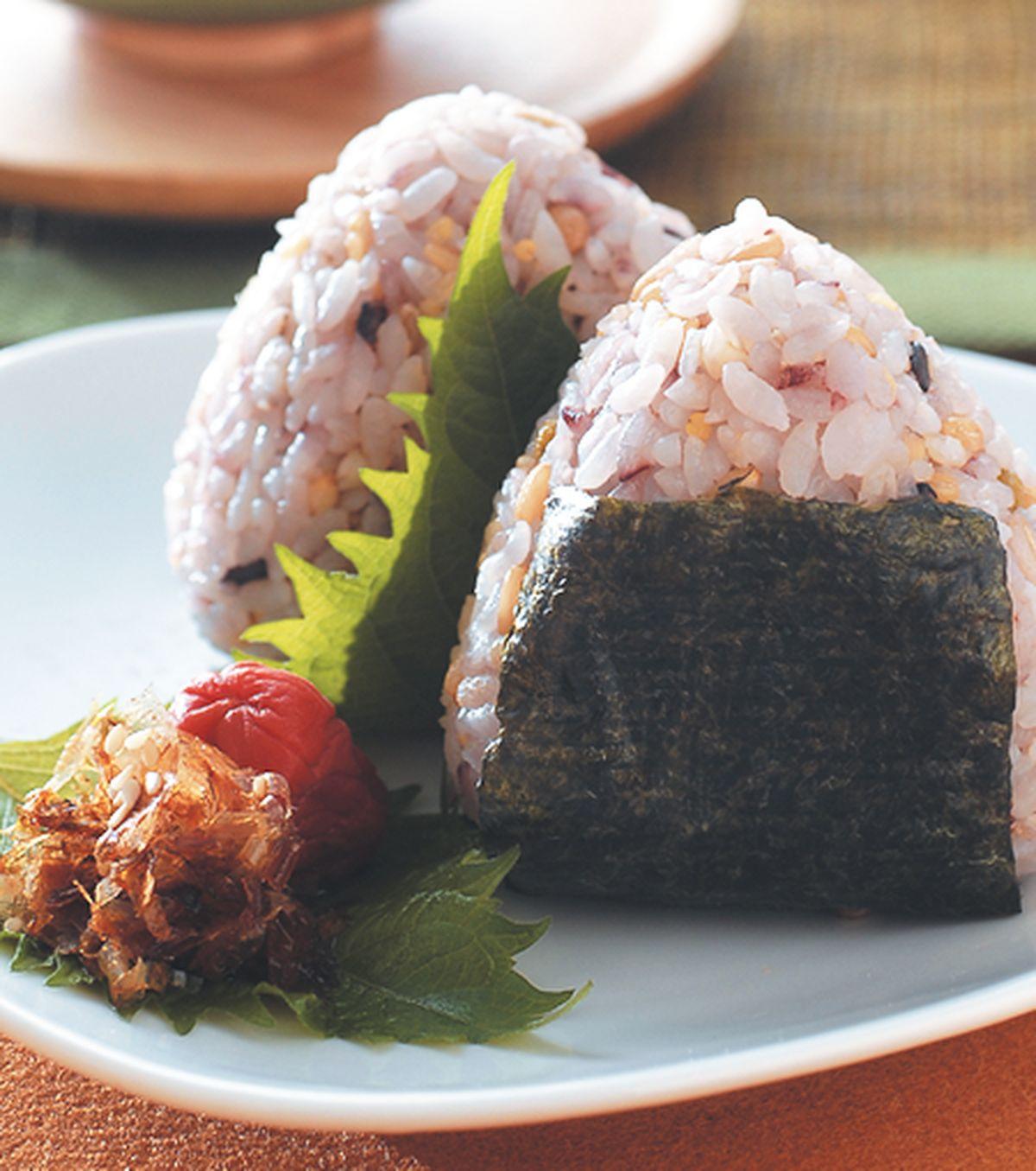 食譜:柴魚梅肉飯糰(1)