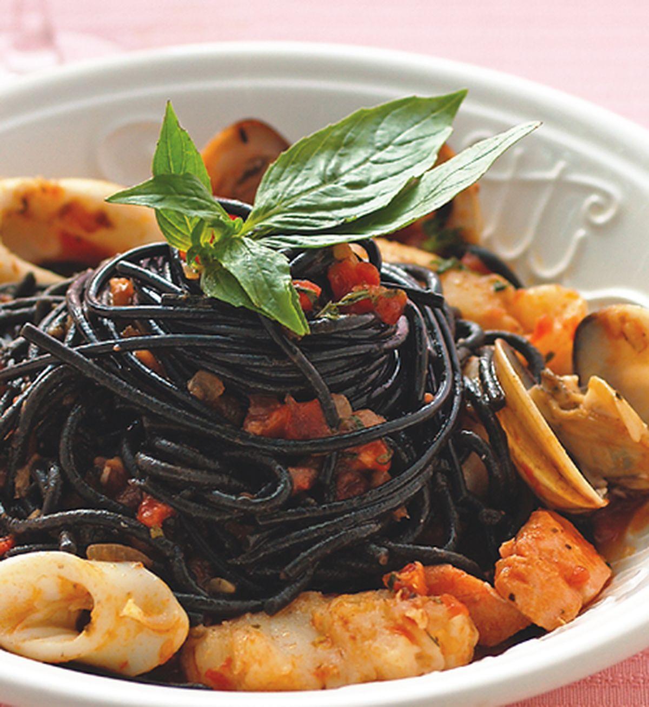 食譜:茄汁海鮮墨魚麵
