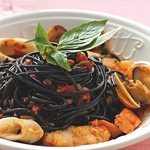 茄汁海鮮墨魚麵