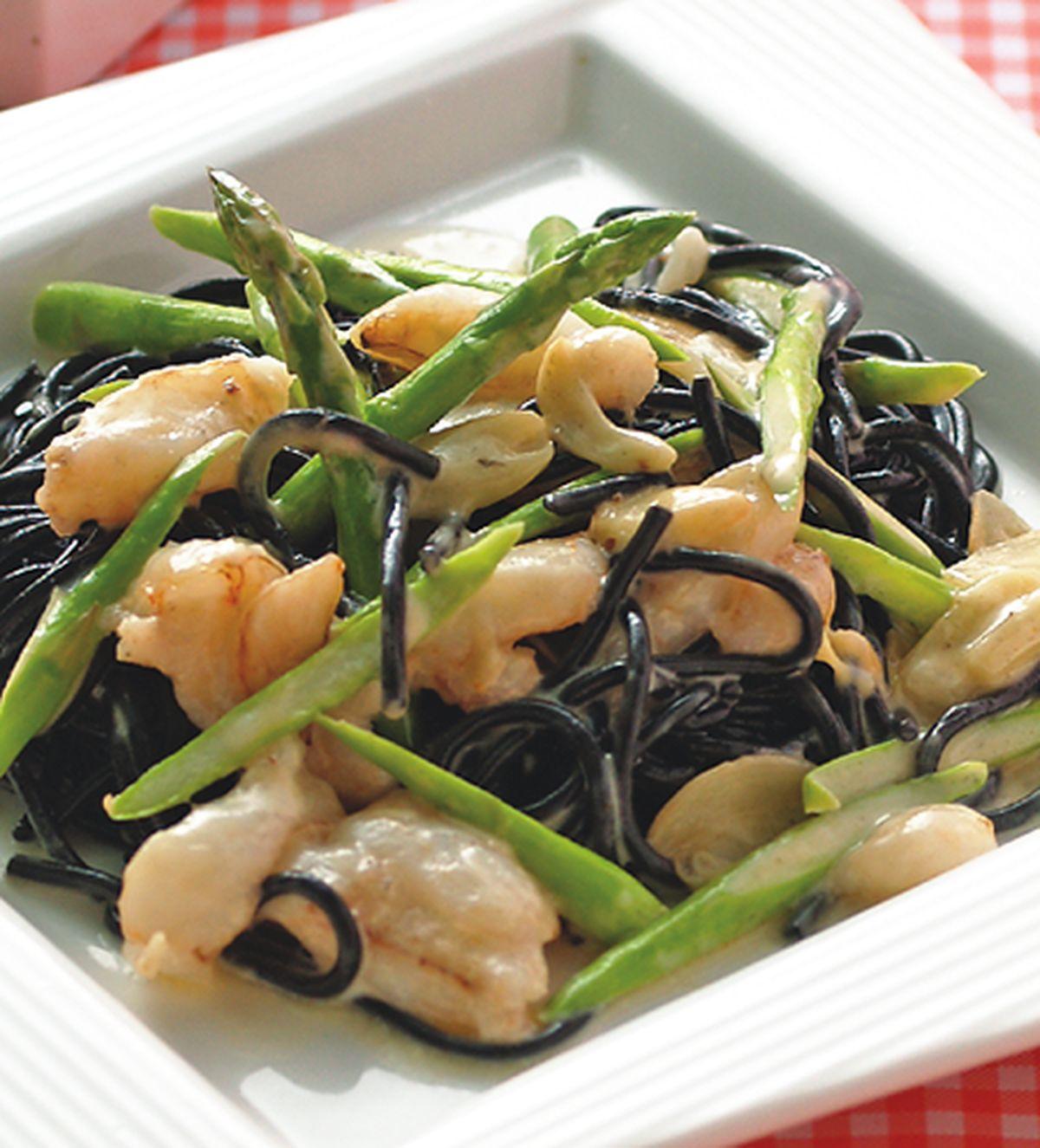 食譜:蒜味蟹肉奶油墨魚麵