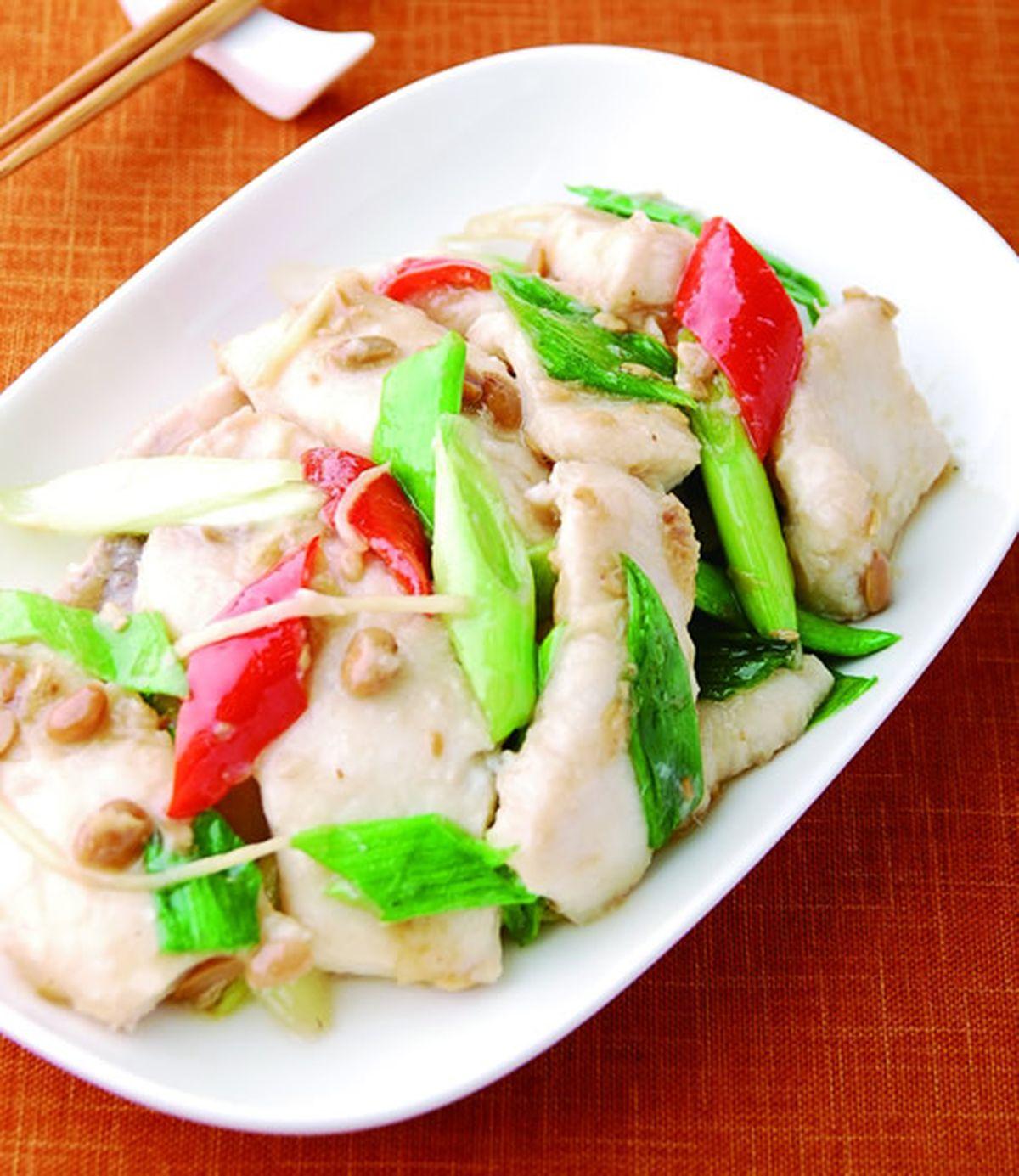 食譜:蒜苗豆醬炒鯊魚