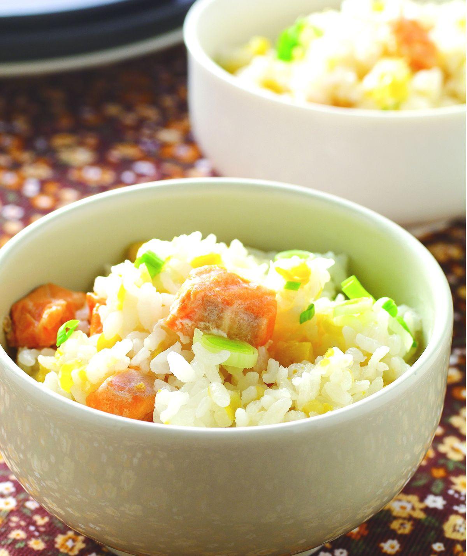 食譜:甜玉米鮭魚菜飯