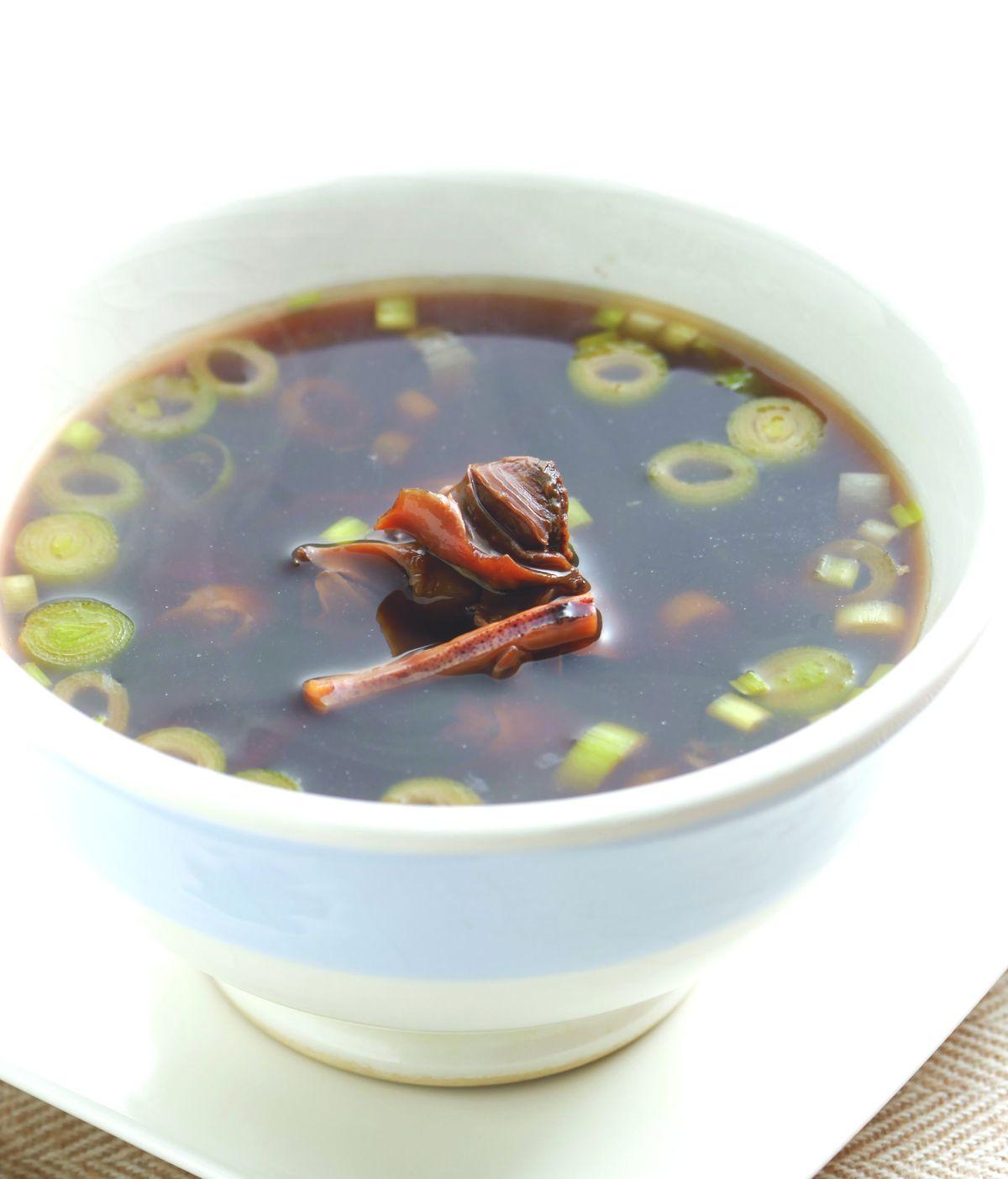 食譜:魷魚螺肉蒜湯