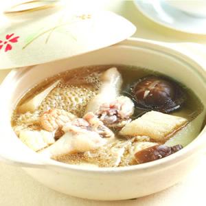 仙草燉雞湯