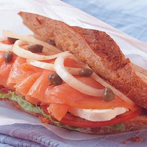 辣鮭魚奶油乳酪三明治